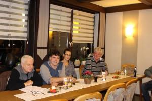 Vorstandsmitglieder des Max-Braun-Zentrums mit Ortsvorsteher Hans Peter Wack