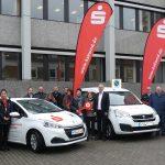 St. Wendel: Sparkasse übergibt drei Spendenfahrzeuge an karitative Einrichtungen