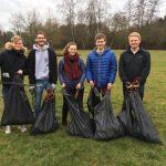 Rotaracter säubern den  St. Wendeler Stadtpark im Rahmen der picobello Aktion