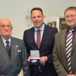 Richard Lochaus Furschweiler mit Pflegemedaille ausgezeichnet