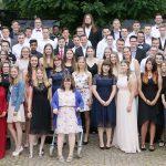 102 Absolventen der Fachoberschule Wirtschaft und Wirtschaftsinformatik sowie der Handelsschule feiern gemeinsam ihren Schulabschluss