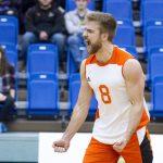 Volleyball: Mittelblocker Jordan Foot (23) verstärkt den TV Bliesen