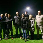 Bliesen: Vereine besichtigen umweltschonende LED-Flutlichtanlage auf dem Sportplatz