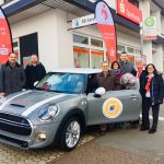 Primstal: Kreissparkasse und Sparverein Saarland e.V. übergeben Mini Cooper S an Gewinnsparer