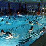 Mondscheinschwimmen bei Kerzenschein im Erlebnisbad Schaumberg