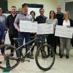 "Spendenübergabe des ""Social Project Racing Teams"" (SPRT) in der Johannesgrundschule Hüttersdorf"
