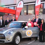 St. Wendel: Die Kreissparkasse St. Wendel übergibt Mini Cooper S an Gewinnsparerin