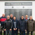 Steinberg-Deckenhardt: Gedenktafel an der Leichenhalle
