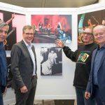 """St. Wendel: Bank 1 Saar wird Popkultur-Botschafter – Saarländischer Rundfunk mit eigener """"Pictures of Pop"""" Ausstellung zu Gast"""