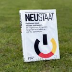 Nadine Schön stellt Buch Neustaat – Politik und Staat müssen sich ändern vor