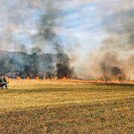 Großbrand auf einem Feld in Oberkirchen