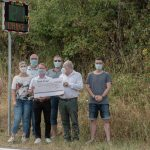 Der Verein für Verkehrsberuhigung Winterbach e.V. installiert eine in Eigeninitiative angeschaffte Geschwindigkeitsanzeige