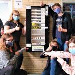 Gemeinschaftsschule Marpingen recycelt alten Verkaufsautomaten für fair gehandelte Produkte