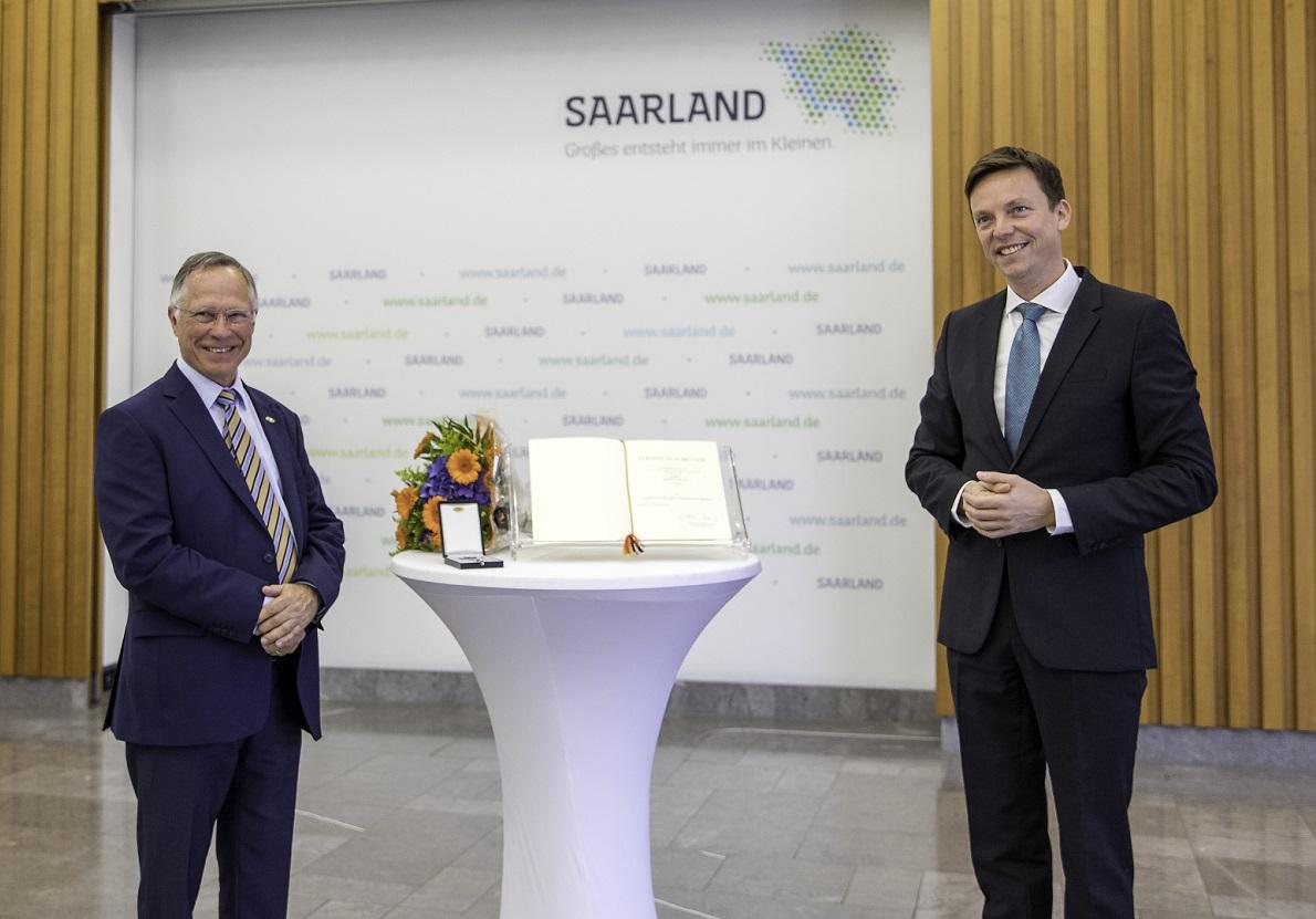 Tobias Hans mit Thomas Bruch bei der Verleihung des Saarländischen Verdienstordens.