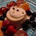 Weihnachtsmenü Nachspeise: Vanilleparfait mit Altem Haselnuss an beschwipsten Früchten