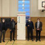 Innenminister Klaus Bouillon übergibt symbolisch mobile Lüftungsgeräte ans Gymnasium Wendalinum