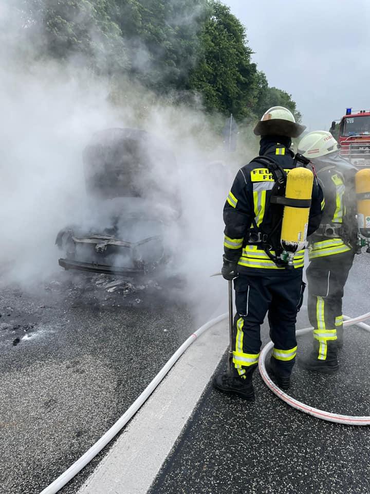 Auto brennt, Vollbrand, Autobahn