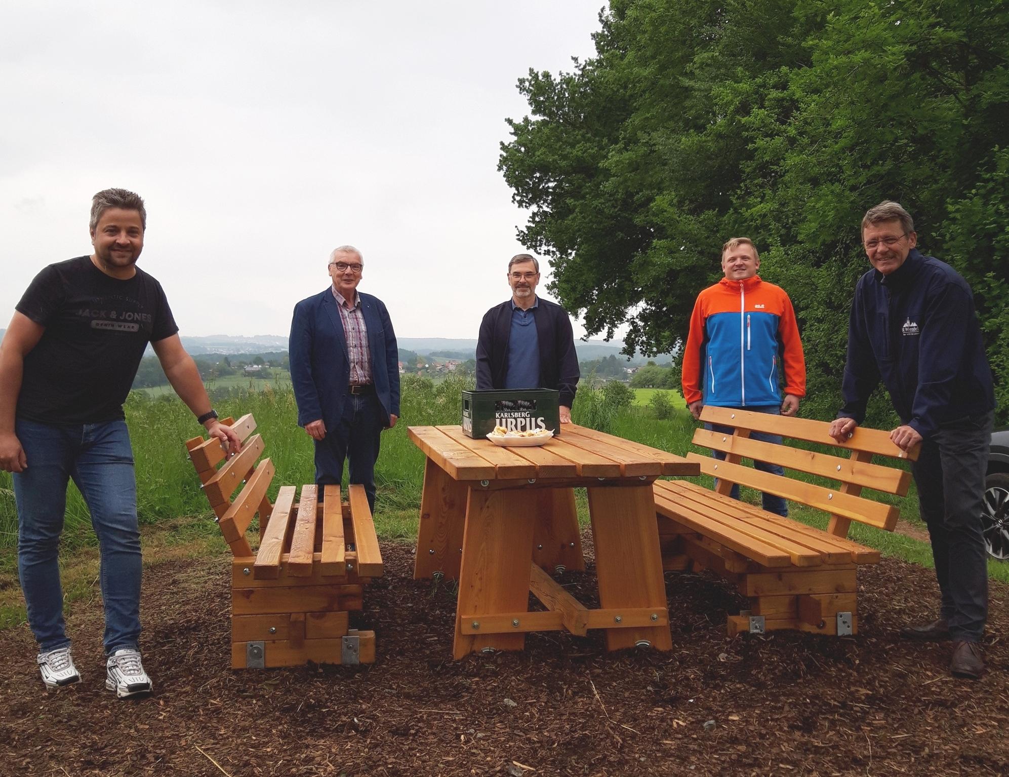 Neue Sitzgruppe am Obstlehrpfad in Winterbach