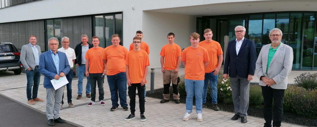 Backes Gruppe stellt 14 neue Auszubildende ein