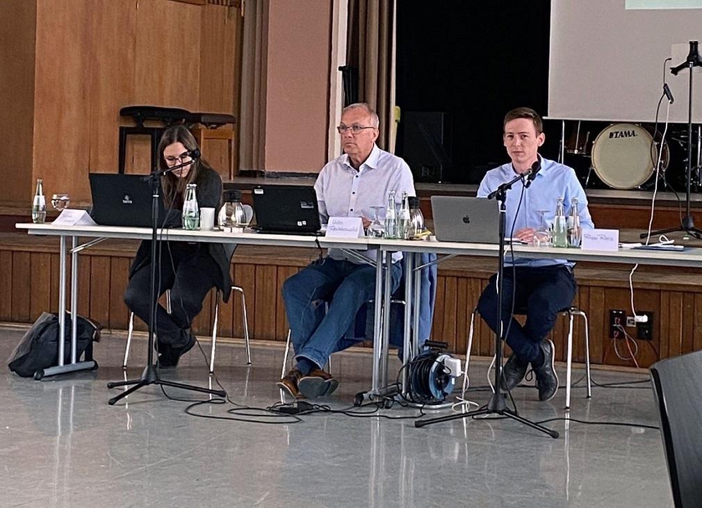 Sabine Dorsch (Leiterin des Digitalen Kompetenzzentrums), Landrat Udo Recktenwald, Philipp Reis (Chief Digital Officer beim Landkreis St. Wendel) während der ersten Sitzung des Inno-Teams. (Foto: Asia Afridi)